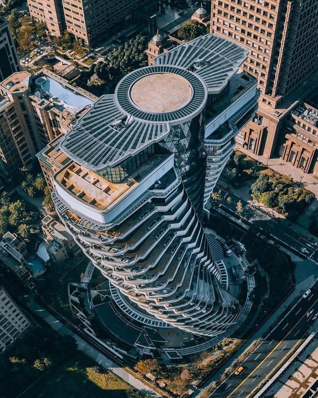 """Tòa nhà vặn xoắn như mê cung và loạt kiến trúc """"độc, lạ"""" bậc nhất Châu Á - 4"""