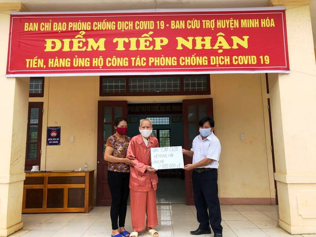 Cụ ông 104 tuổi vượt đường xa để ủng hộ tiền dành dụm chống dịch - 1