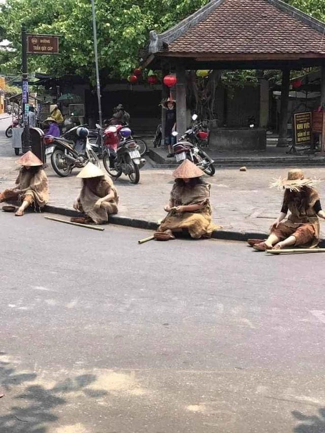 Người nhà ông Phan Văn Anh Vũ tổ chức diễn trò ăn xin tràn phố cổ Hội An - 1