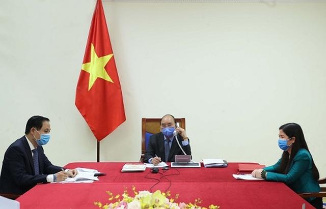 Thủ tướng trao đổi việc chống dịch Covid-19 với Tổng thống Hàn Quốc