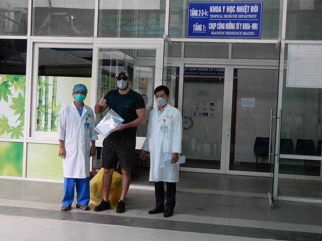 """Bệnh nhân người Mỹ xuất viện: """"Tôi ấn tượng hệ thống y tế của Việt Nam! - 1"""