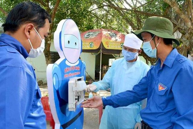 Một giảng viên sáng tạo Dũng sĩ diệt khuẩn để phòng chống Covid-19 - 2