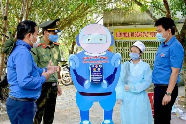 Một giảng viên sáng tạo Dũng sĩ diệt khuẩn để phòng chống Covid-19 - 3