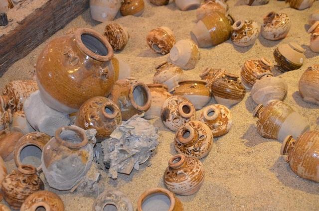 Kinh ngạc kho cổ vật trên tàu cổ 700 năm tuổi - 4