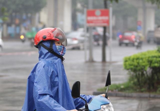 Hà Nội: Nhiều người đội mưa đi test nhanh Covid-19... hụt - 6