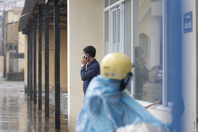 Hà Nội: Nhiều người đội mưa đi test nhanh Covid-19... hụt - 13