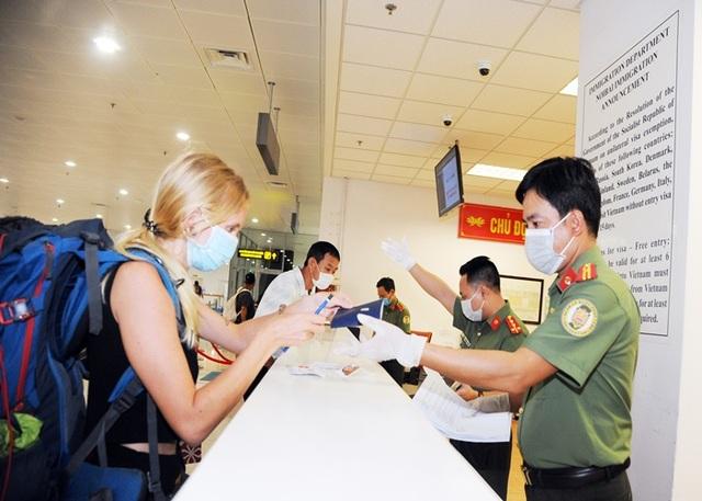 Việt Nam lên tiếng việc người nước ngoài gặp khó, chưa thể về nước - 1