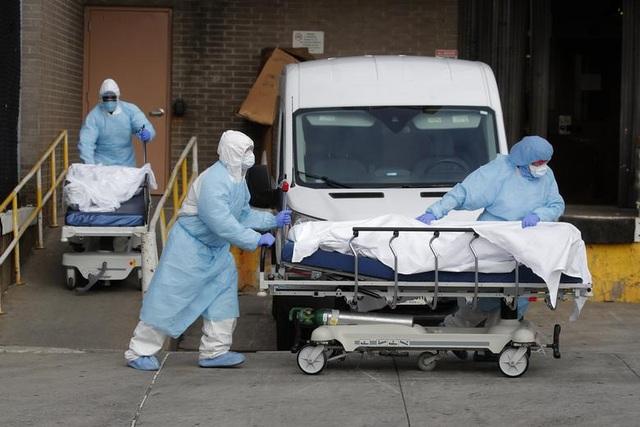 Y tá ám ảnh cảnh người chết khắp nơi bên trong các bệnh viện ở New York - 1