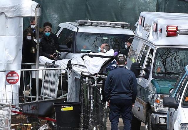 Y tá ám ảnh cảnh người chết khắp nơi bên trong các bệnh viện ở New York - 2