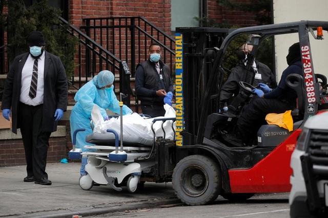 Y tá ám ảnh cảnh người chết khắp nơi bên trong các bệnh viện ở New York - 4