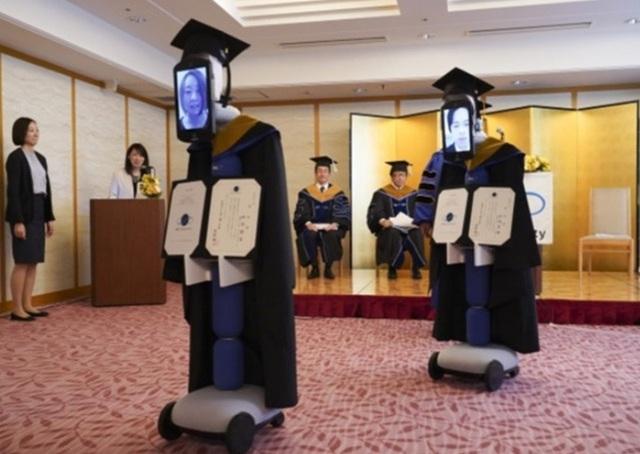 Robot thay sinh viên nhận bằng tốt nghiệp đại học vì Covid-19 - 3