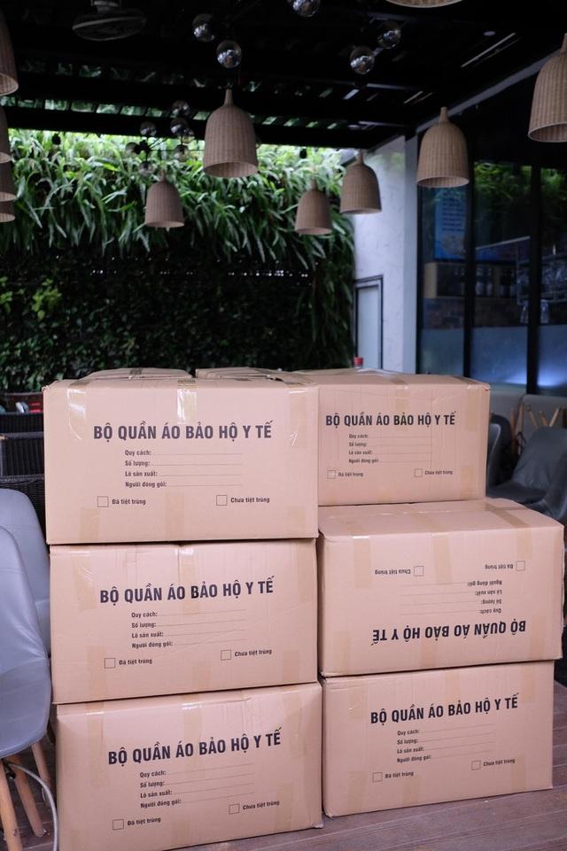 Sữa Chua Trân Châu Hạ Long ủng hộ hàng nghìn bộ đồ bảo hộ cùng gạo và tiền mặt - 4
