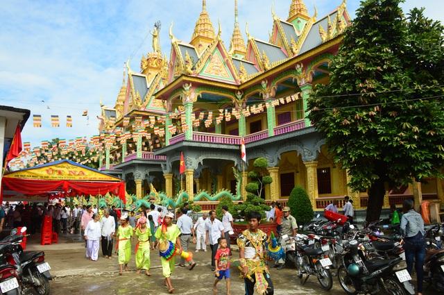 Covid-19: Khuyến khích đồng bào Khmer đón Tết Chôl Chnăm Thmây tại nhà - 1
