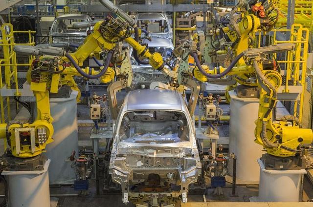 Dịch Covid-19 bóp nghẹt ngành công nghiệp ô tô châu Âu - 1