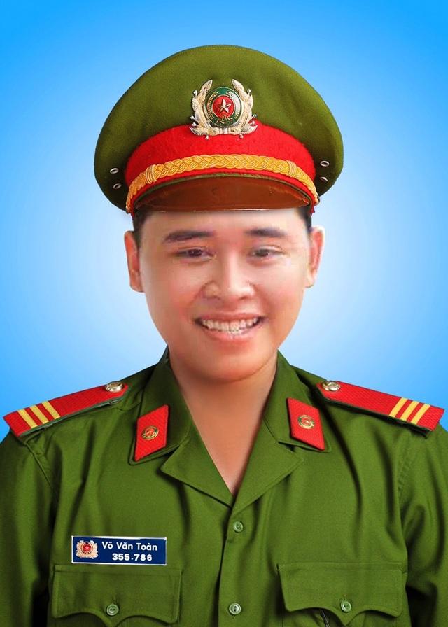 """Trao huy hiệu """"Tuổi trẻ dũng cảm"""" đến chiến sĩ hy sinh khi làm nhiệm vụ - 1"""