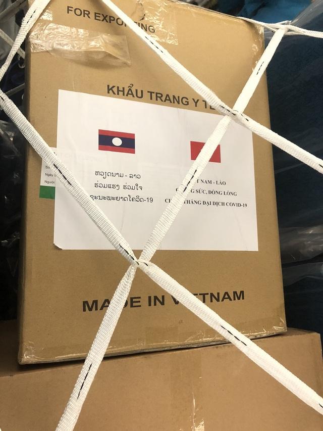 Vận chuyển lô hàng 100.000 khẩu trang viện trợ cho Lào, Campuchia - 2