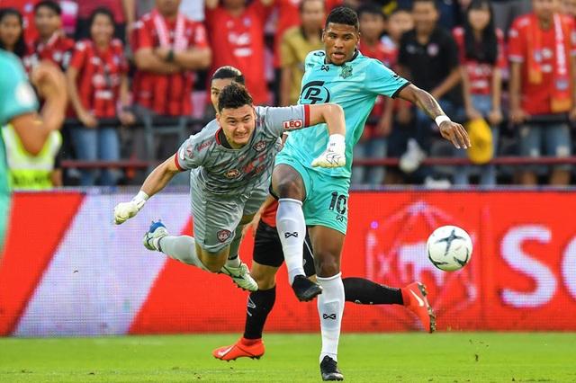 Văn Lâm nhận thấy quyết tâm ở lại Muangthong United - 2
