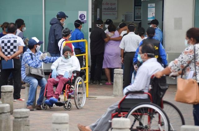 Sốc với cảnh những thi thể nạn nhân Covid-19 bị bỏ mặc trên phố ở Ecuador - 3