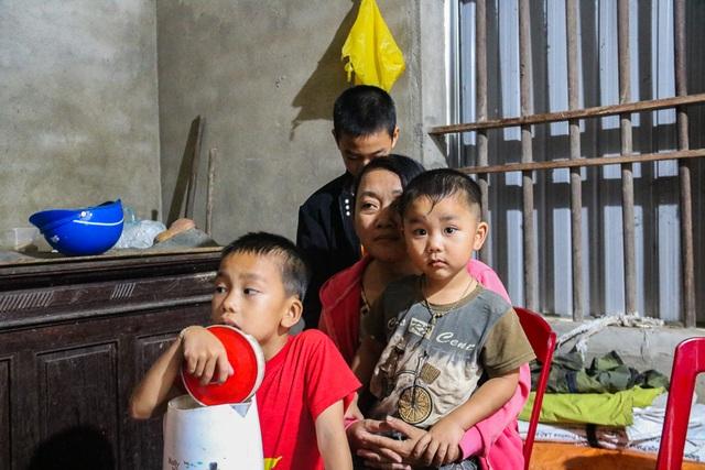 Người cha nghèo tử vong khi đi bắt cua bỏ lại vợ bệnh tật và 3 đứa con thơ - 1