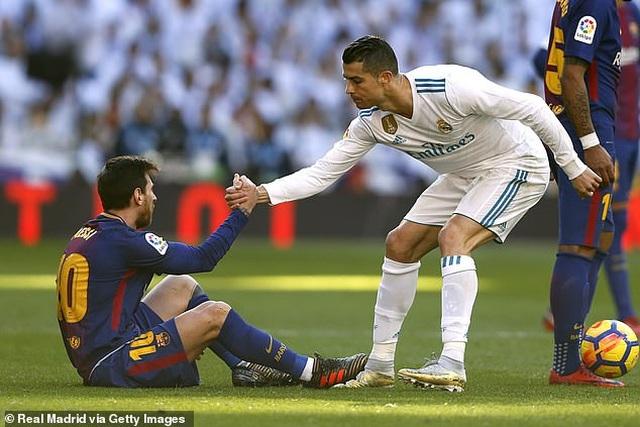 C.Ronaldo vượt Messi, Maradona để trở thành cầu thủ hay nhất mọi thời đại - 1