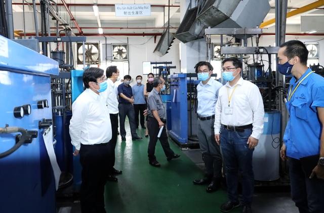 Gần 7.000 công nhân khu chế xuất Tân Thuận mất việc vì Covid-19 - 1