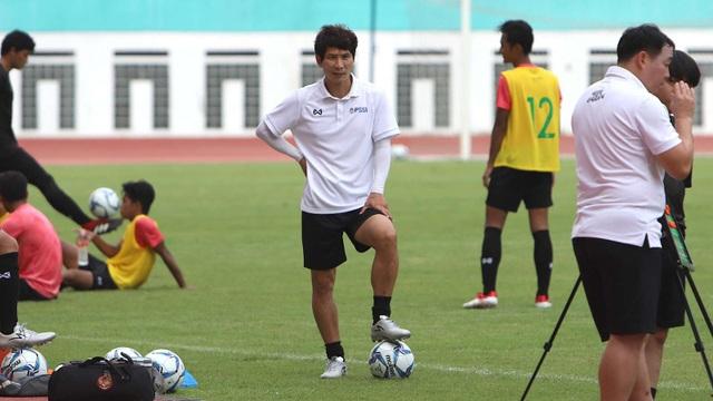 Trợ lý HLV đội tuyển Indonesia nhiễm Covid-19 - 1