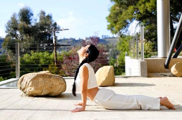 Sống tích cực mùa Covid- 19: Sao Việt tập gym, yoga, chăm sóc da ...