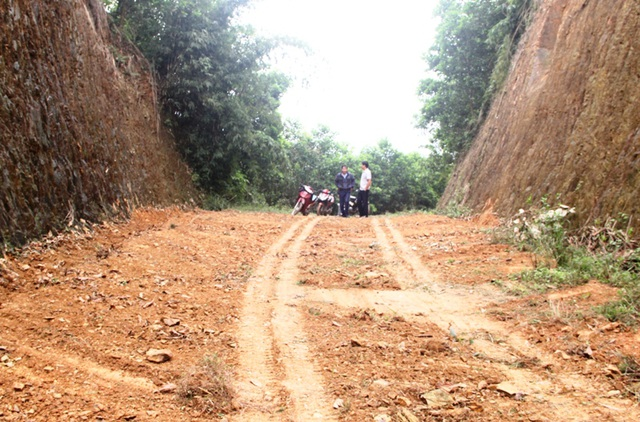 Người đàn ông gia cảnh khó khăn hiến hơn 7.000 m2 đất mở đường - 1