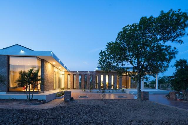 Chiêm ngưỡng nhà vườn từ gạch mộc, đẹp lạ giữa làng quê ở Thái Bình - 1