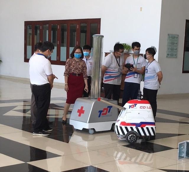 Trường đại học chế tạo robot đa năng khử khuẩn phòng chống Covid-19 - 1