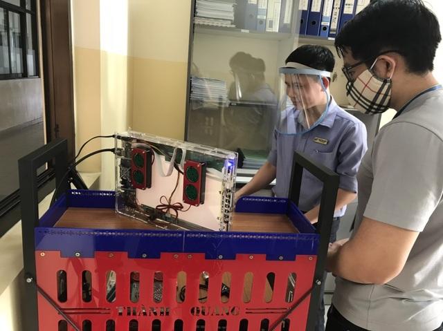 Trường đại học chế tạo robot đa năng khử khuẩn phòng chống Covid-19 - 6