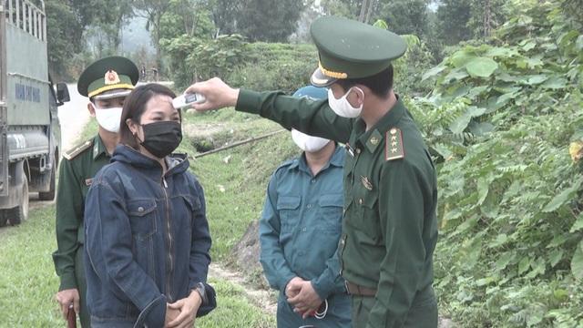 Những chiến sĩ quân hàm xanh vất vả nơi tuyến đầu chống dịch Covid-19 - 2