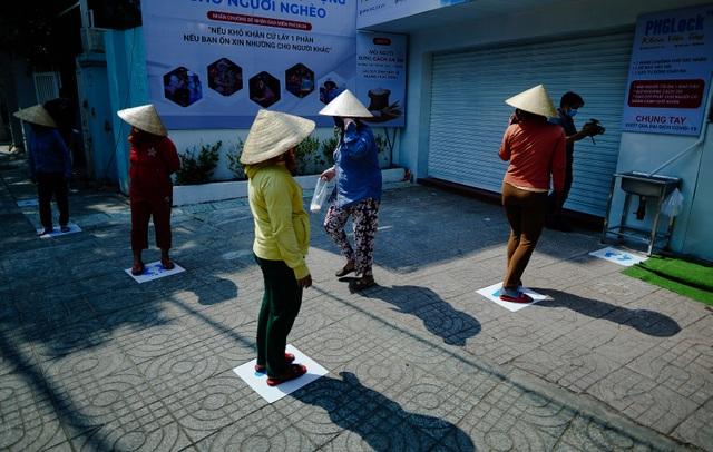 Máy tự động phát gạo từ thiện ở Sài Gòn giữa mùa dịch Covid-19 - 1