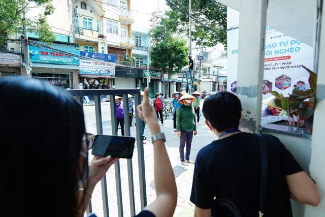 Máy tự động phát gạo từ thiện ở Sài Gòn giữa mùa dịch Covid-19 - 11