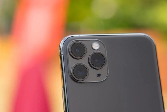 Apple thưởng đậm cho một hacker vì tìm ra lỗi ở trên iPhone - 1