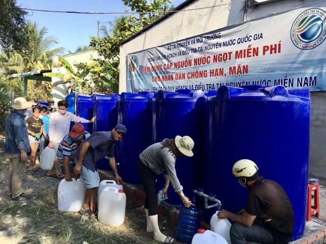 Bộ TN-MT cấp nước ngọt miễn phí cho hàng ngàn người dân Bến Tre - 1