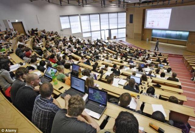 Hơn 80.000 giảng viên, chuyên gia các trường ĐH Anh có nguy cơ mất việc - 1