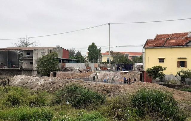 Quảng Bình: Ngang nhiên lấn chiếm đất thuỷ lợi xây dựng móng nhà! - 2