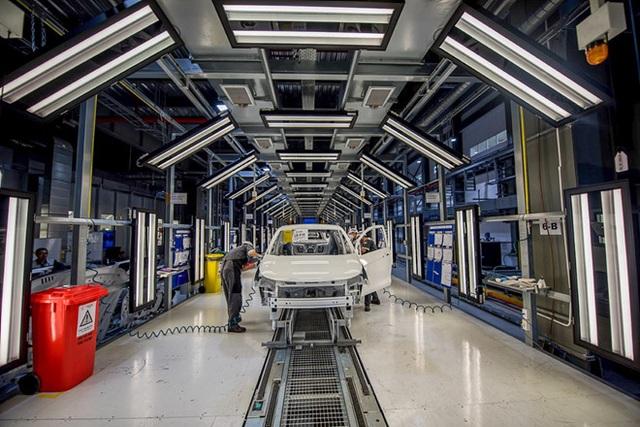 Ô tô ế ẩm, Bộ Công Thương đề xuất giảm 50% lệ phí trước bạ để kích cầu - 1