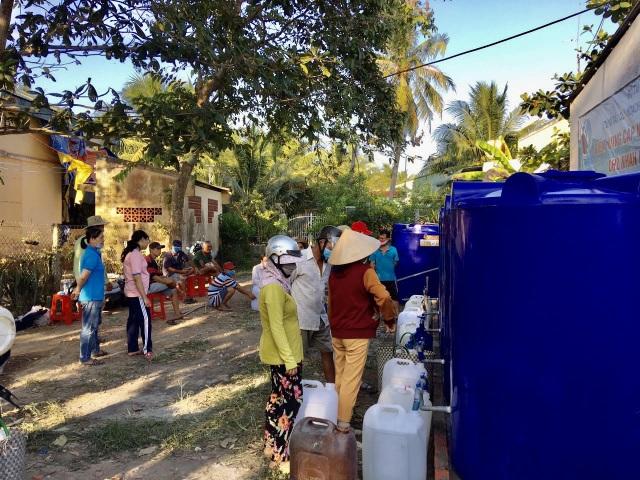Bộ TN-MT cấp nước ngọt miễn phí cho hàng ngàn người dân Bến Tre - 2