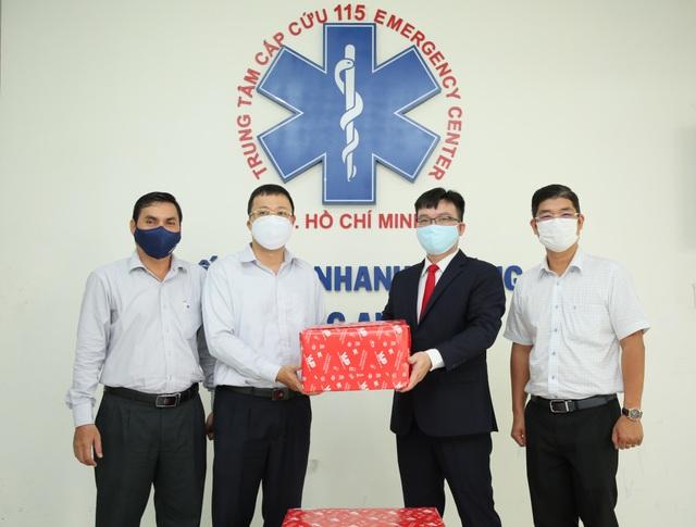 VUS tiếp sức cùng y bác sĩ và cán bộ y tế vững vàng chống dịch Covid-19 - 3