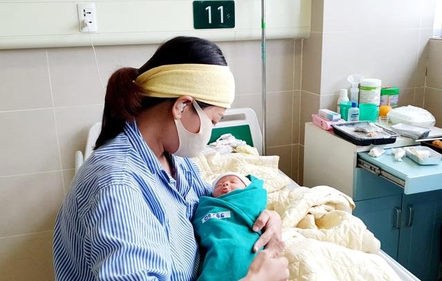 5 công dân nhí chào đời trong bệnh viện cách ly - 2