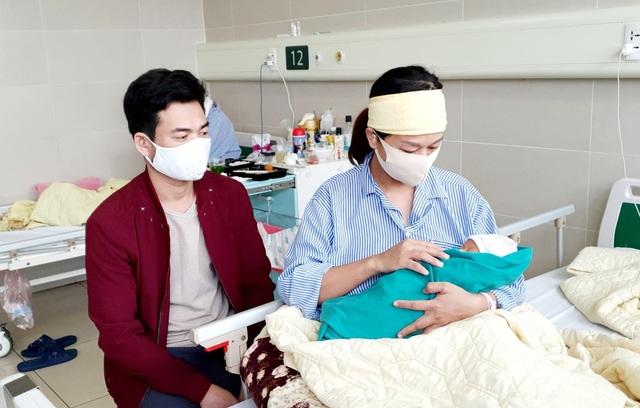 5 công dân nhí chào đời trong bệnh viện cách ly - 1
