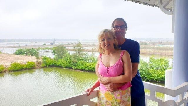 Niềm hạnh phúc gặp lại của 2 vợ chồng người Anh được chữa lành Covid-19 - 5