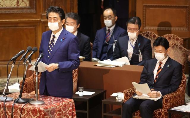 Nhật Bản ban bố tình trạng khẩn cấp, chi gần 1.000 tỷ USD đối phó Covid-19 - 1