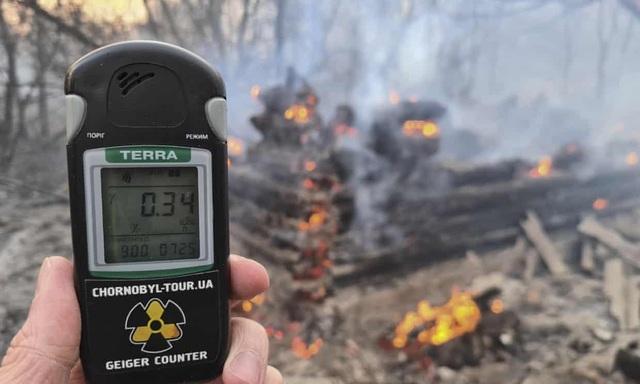 Phóng xạ bất ngờ tăng 16 lần sau vụ cháy rừng gần Chernobyl - 1