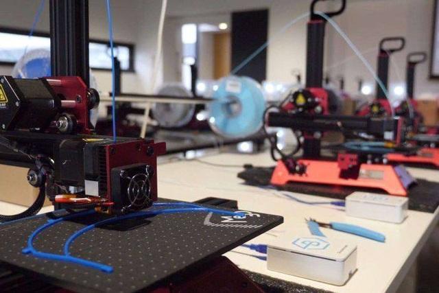 Covid-19: Ứng dụng máy in 3D sản xuất thiết bị bảo hộ cho đội ngũ y, bác sĩ - 1