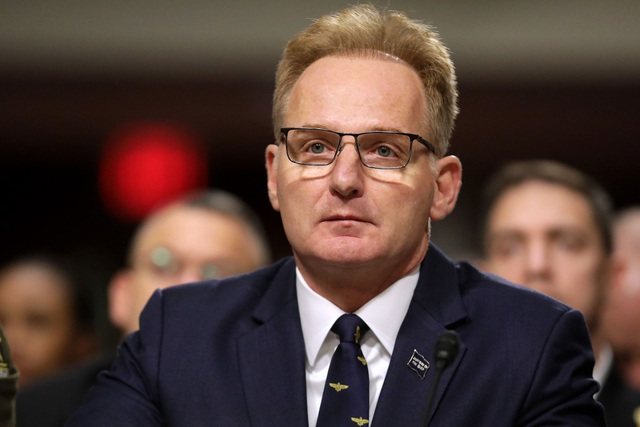 The US Navy Secretary apologizes for insulting the dismissed warship commander - 1