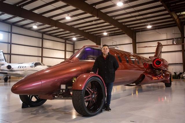 Cực chất: Xe limousine trong thân xác máy bay với giá hơn 1 triệu USD - 1