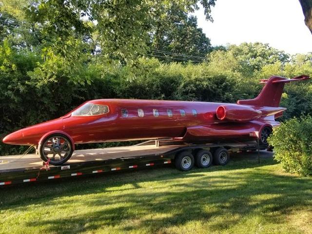 Cực chất: Xe limousine trong thân xác máy bay với giá hơn 1 triệu USD - 2